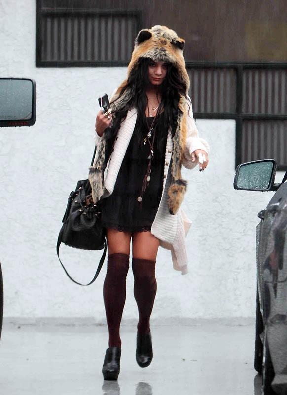 Vanessa Hudgens per le strade di Studio City