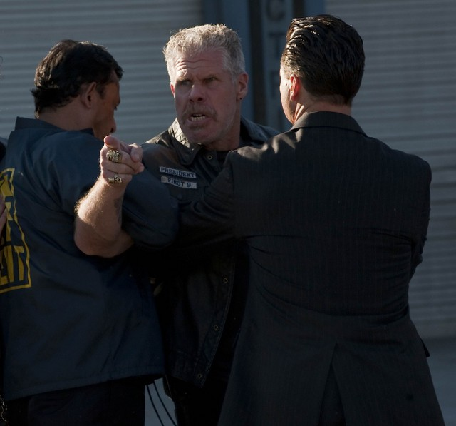 Ron Perlman in Sons of Anarchy nell'episodio NS