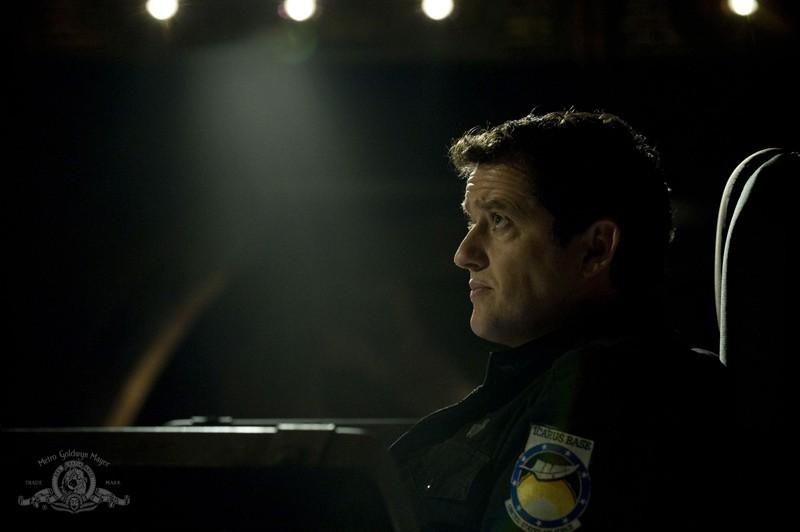 Un concentrato Justin Louis nell'episodio Resurgence di Stargate Universe