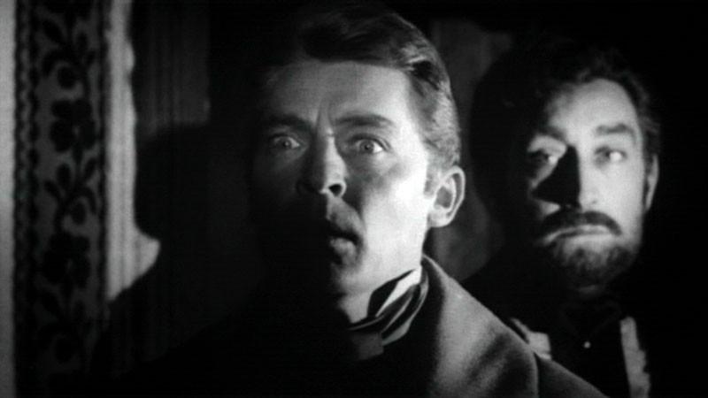 Georges Rivière e Arturo Dominici in una sequenza del film Danza Macabra