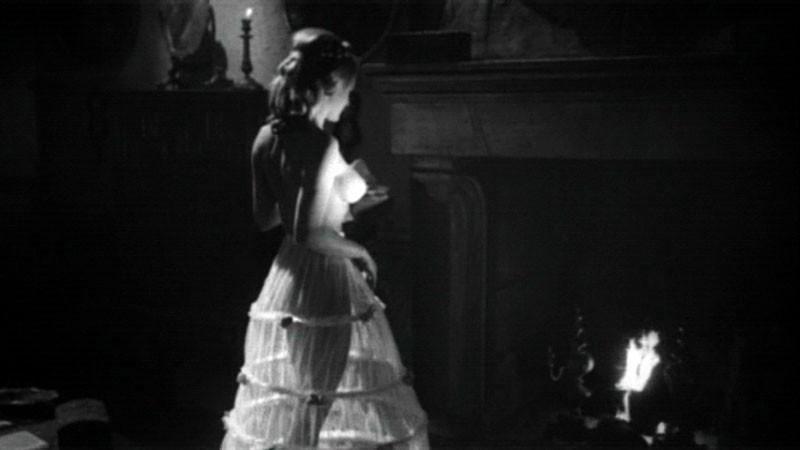 Sylvia Sorrente in topless in una scena (in principio censurata) del film Danza Macabra