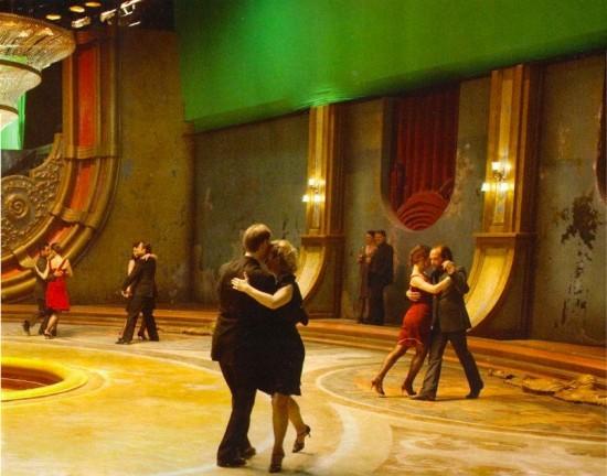 Una scena di danza in Upside Down