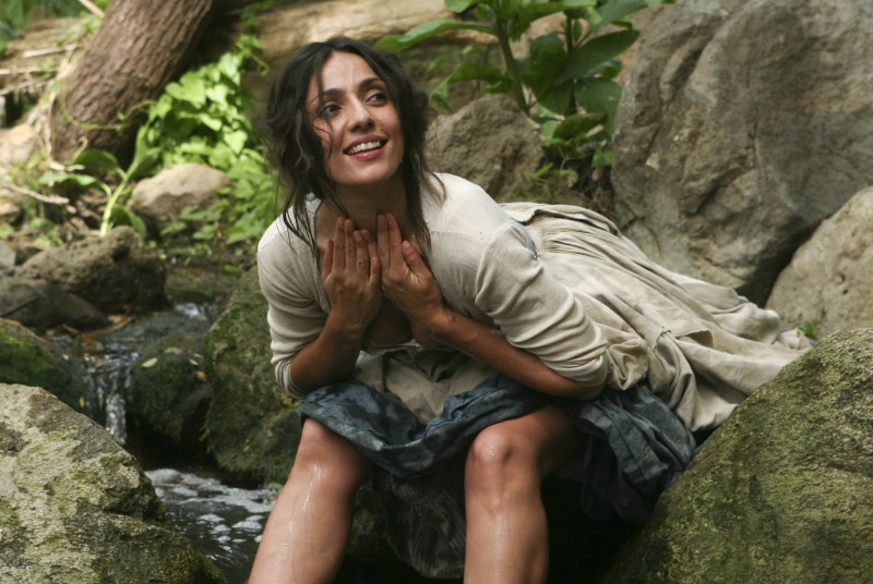 Ambra Angiolini in una serie della miniserie Eroi per caso