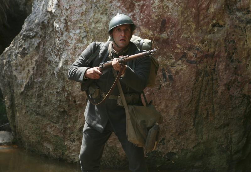 Flavio Insinna in una scena della miniserie Eroi per caso
