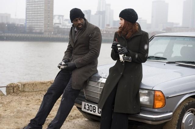 Idris Elba e Ruth Wilson nel finale della stagione 1 di Luther