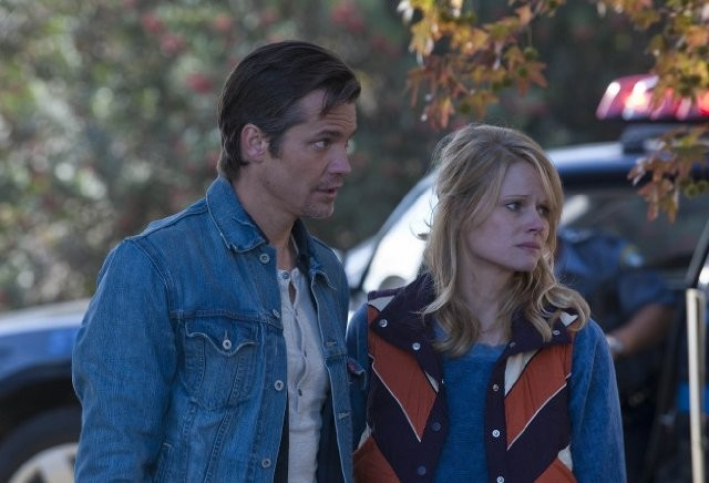 Joelle Carter e Timothy Olyphant nell'episodio Blind Spot di Justified
