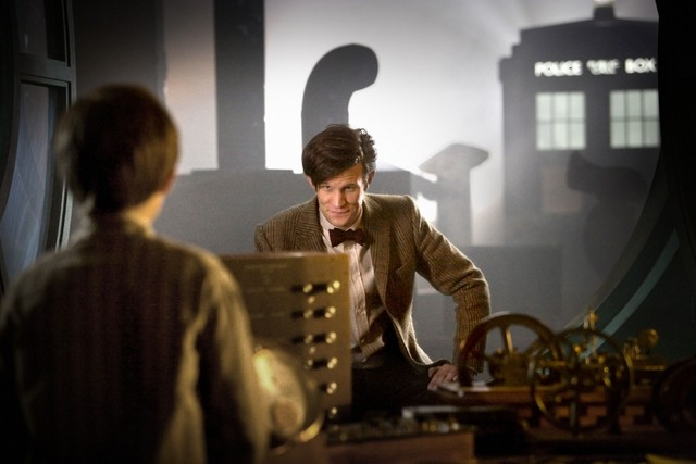 Matt Smith e Laurence Belcher nello speciale natalizio A Christmas Carol di Doctor Who