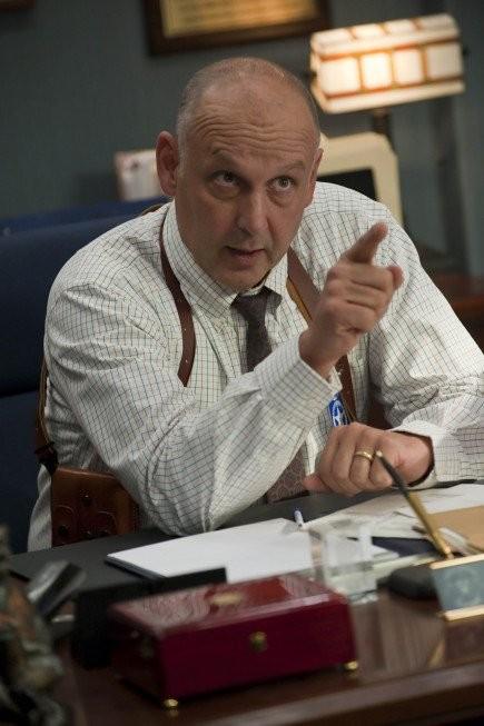 Nick Searcy in una scena dell'episodio Riverbrook di Justified