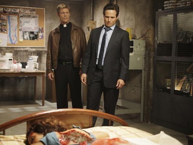 Rekha Sharma, Joel Gretsch e Scott Wolf nell'episodio Laid Bare di V