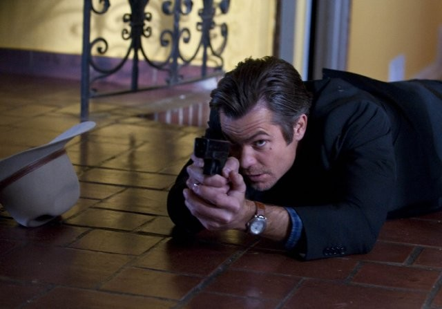 Timothy Olyphant in un momento dell'episodio Fixer di Justified