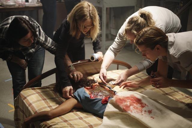 Una scena dell'episodio Laid Bare di V