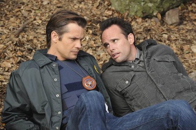 Walton Goggins e Timothy Olyphant nell'episodio Veterans di Justified