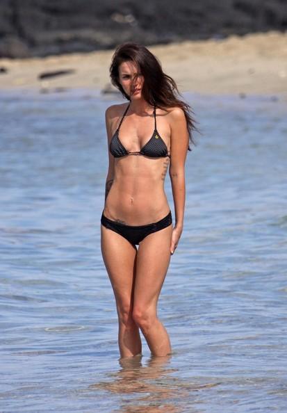 Megan Fox trascorre le festività natalizie in spiaggia, nel 2010.