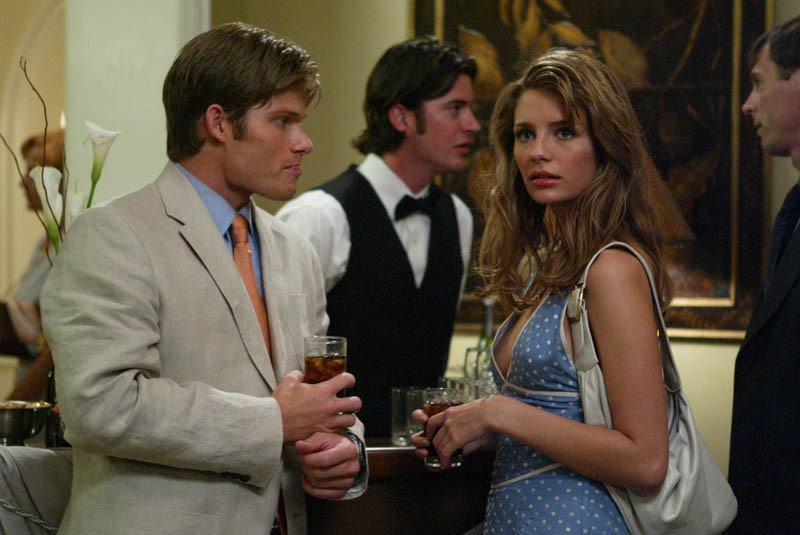 Chris Carmack e Mischa Barton in una scena dell'episodio La fidanzata di The O.C.