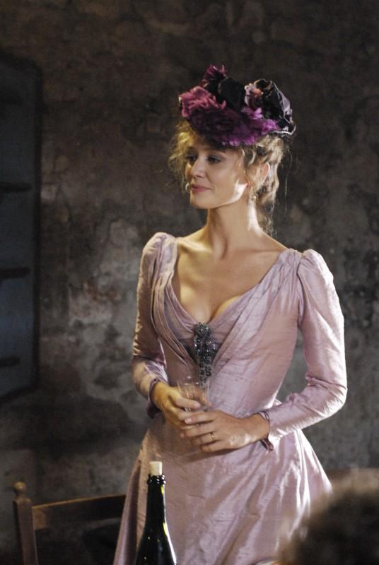 Francesca Cavallin in una scena della serie Rossella