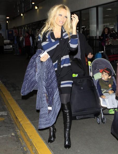 Pamela Anderson in arrivo all'aeroporto di Los Angeles
