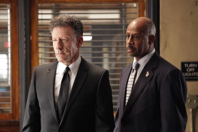 Lyle Lovett e Ruben Santiago-Hudson nell'episodio Close Encounters of the Murderous Kind di Castle