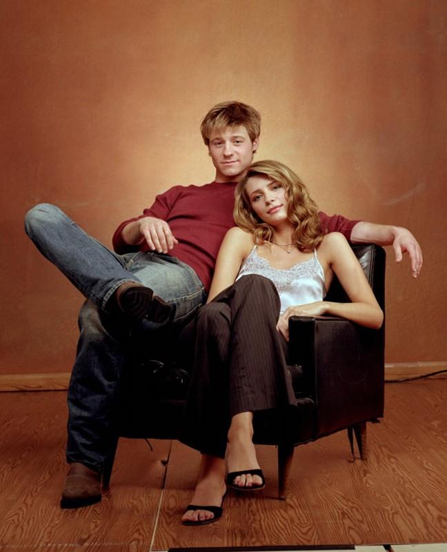Benjamin McKenzie e Mischa Barton in uno scatto per la serie The O.C.