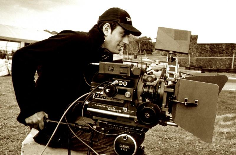 Un ritratto di Massimo Coglitore sul set
