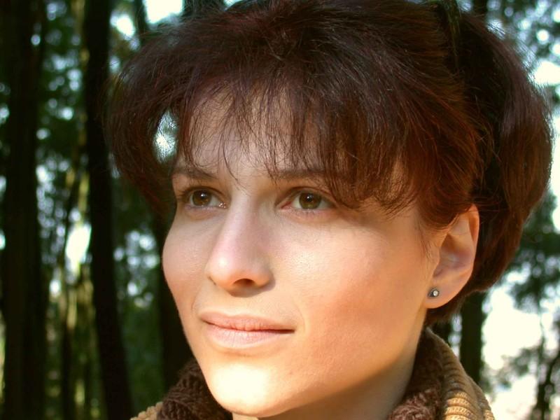 Karina Arutyunyan in una scena del corto Deadline, di Massimo Coglitore