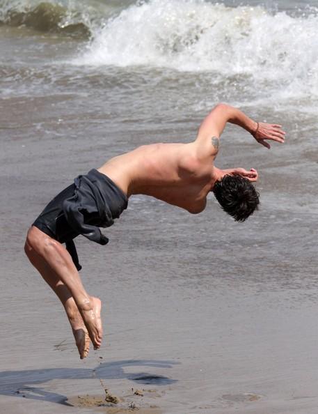 Eric Balfour in spiaggia