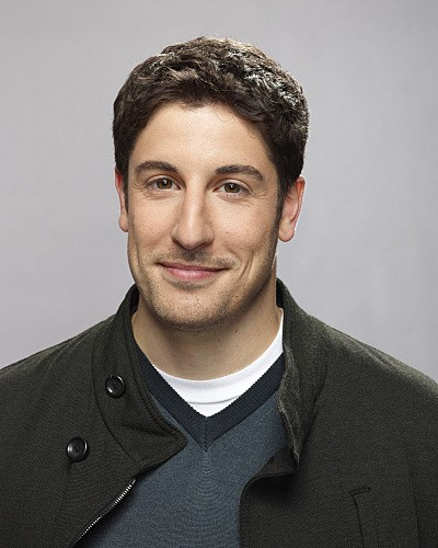 Jason Biggs è Ben Parr in una foto promozionale della serie Mad Love