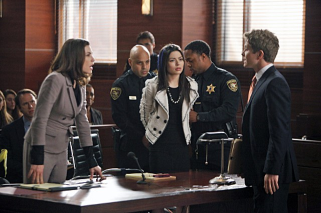Miranda Cosgrove, Julianna Margulies e Matt Czuchry nell'episodio Bad Girls di The Good Wife