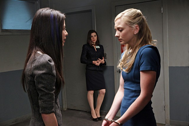Miranda Cosgrove, Julianna Margulies ed Emily Kinney nell'episodio Bad Girls di The Good Wife