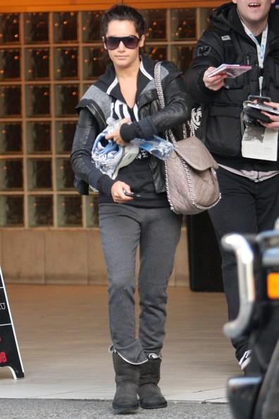 Ashley Tisdale esce dalla palestra Studio 55 a Vancouver