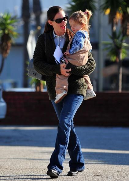 Jennifer Garner con in braccio la figlia Seraphina vanno dal dentista in Santa Monica