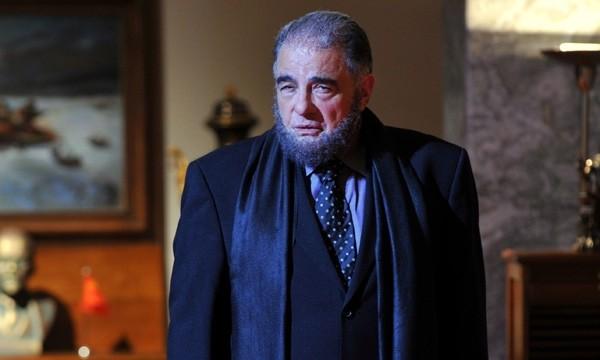 Juan Luis Galiardo in una sequenza del film La daga de Rasputín