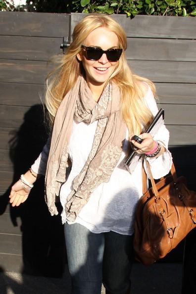 Lindsay Lohan all'uscita da salone di parrucchiere a Beverly Hills