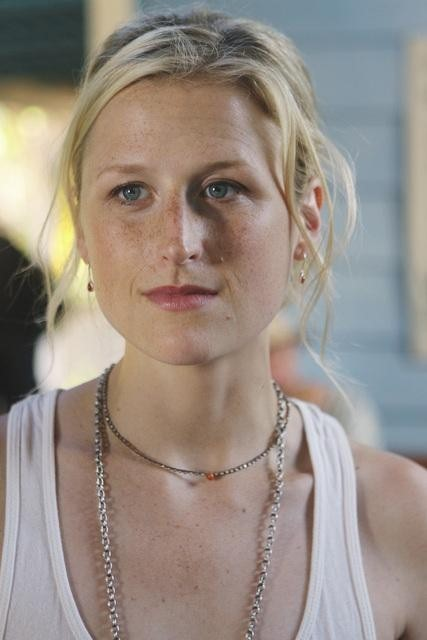 Mamie Gummer nell'episodio Saved by the Great White Hope di Off the Map