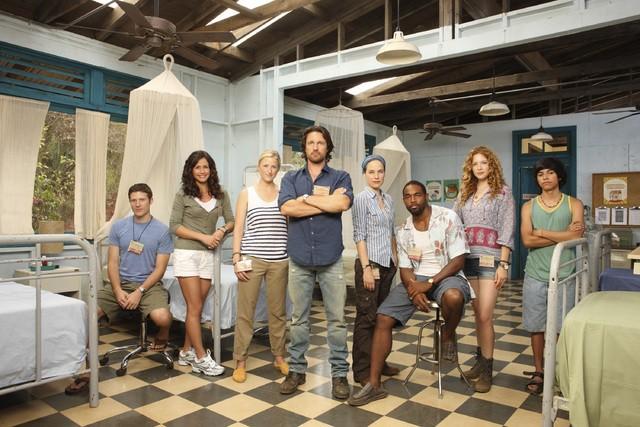 Off the Map: una foto promozionale del cast della serie