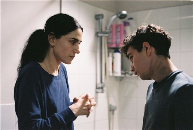 Ronit Elkabetz e Michael Moshonov in Mabul (The Flood) di Guy Nattiv