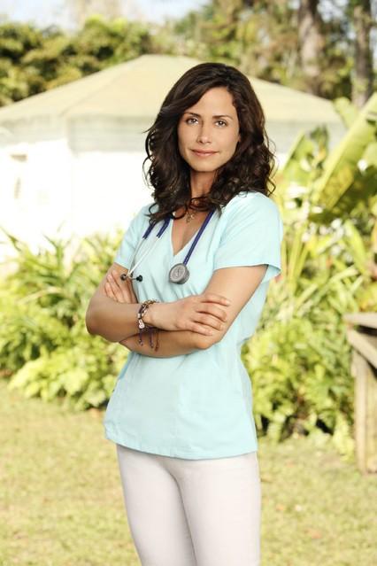 Valerie Cruz in una foto promozionale della serie Off the Map
