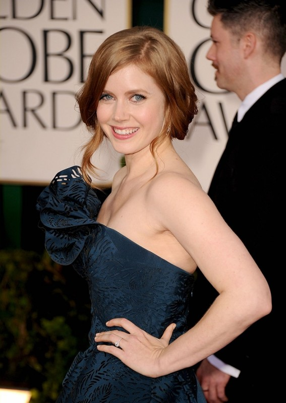Amy Adams sul red carpet dei Golden Globes 2011