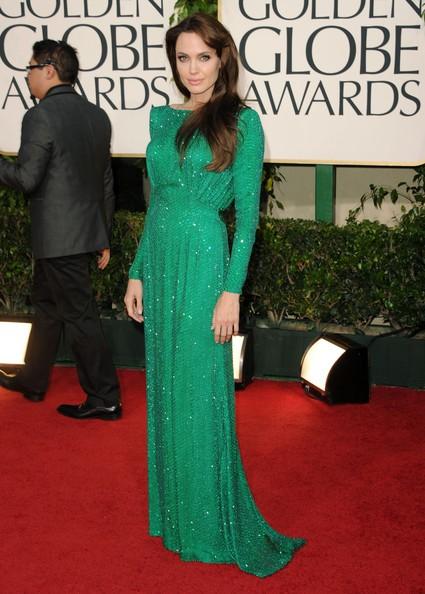Golden Globes 2011, Angelina Jolie in verde smeraldo sul red carpet