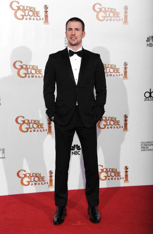 Golden Globes 2011, Chris Evans sul red carpet con un abito di GUCCI