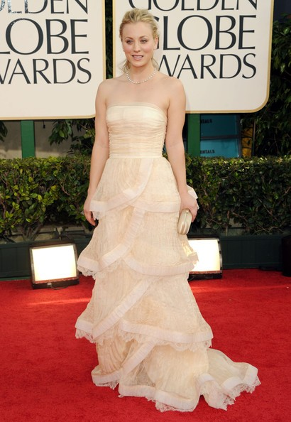 Golden Globes 2011, Kaley Cuoco sul red carpet