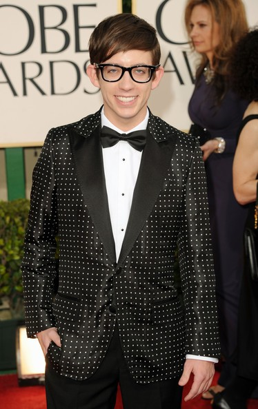 Golden Globes 2011: Kevin McHale, star di Glee, sul tappeto rosso