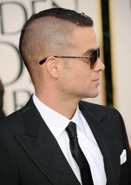 Golden Globes 2011: Mark Salling, star di Glee, sul red carpet