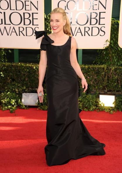 Golden Globes 2011, Piper Perabo sul red carpet