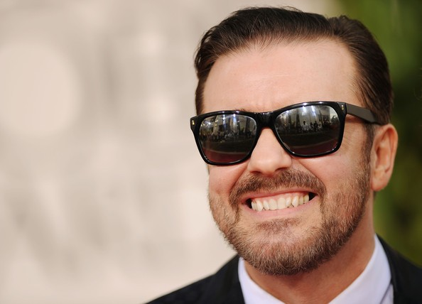 Golden Globes 2011: Ricky Gervais sorride sul red carpet