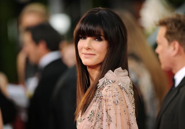 Golden Globes 2011: un primo piano di Sandra Bullock sul red carpet