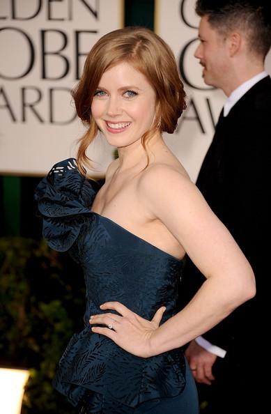Golden Globes 2011, una radiosa Amy Adams sul red carpet