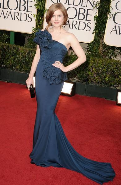Golden Globes 2011, una radiosa Amy Adams sul tappeto rosso