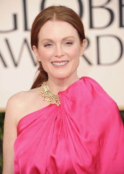 Golden Globes 2011, una sorridente Julianne Moore sul red carpet