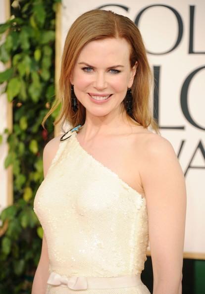 Golden Globes 2011, una sorridente Nicole Kidman sul red carpet