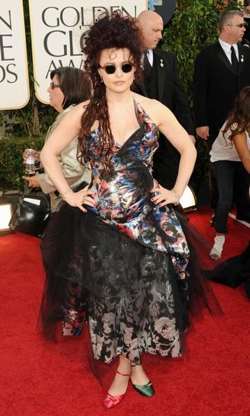 Golden Globes 2011, una 'variopinta' Helena Bonham Carter sul tappeto rosso